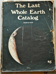 La couverture du Whole Earth Catalog de Stewart Brand, paru en 1968.