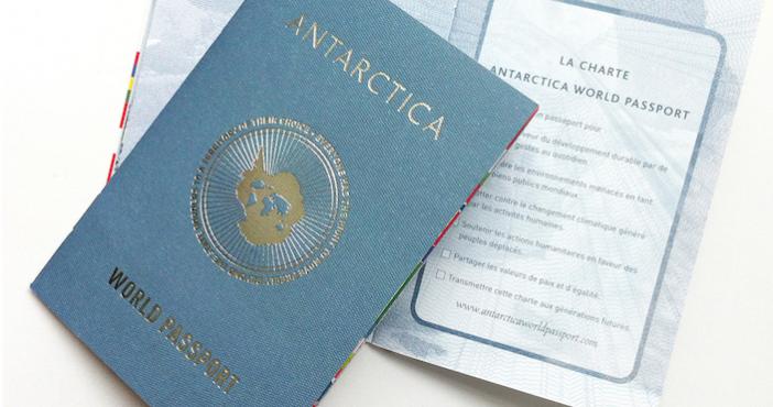 world-Passeport-Une-702