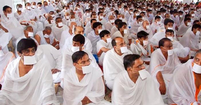 Une assemblée de moines jaïns