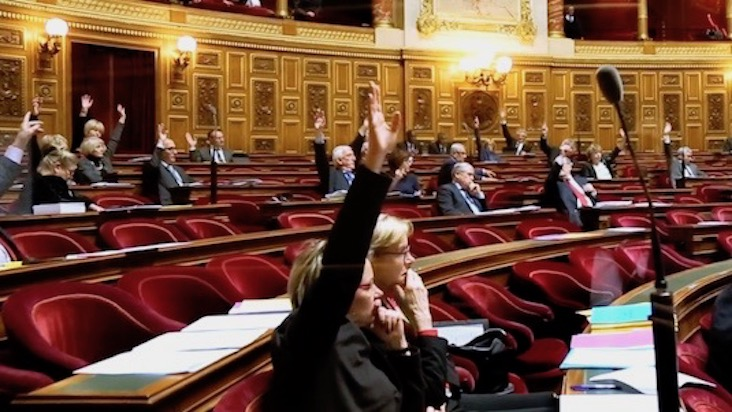 Le vote d'un amendement au sénat.