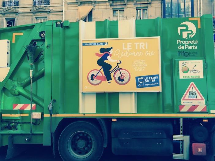 Une benne pour tri de déchets recyclés, paris 2017, photo Isabelle Toquebeuf.