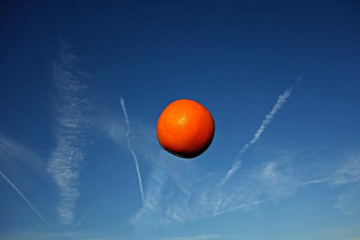 La terre est bleue comme une orange, lesc ouleurs de la terre ont changé avec le climat