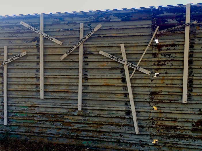 Croix sur le mur à Tijuana