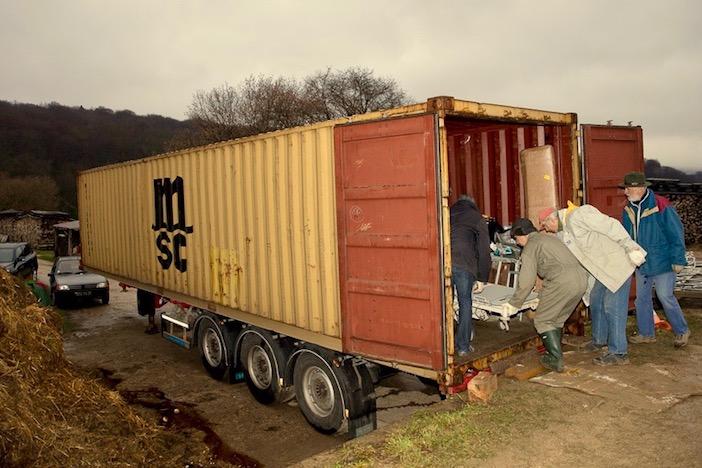 Le container transporte du matériel medical de l'hopital de monbeliard