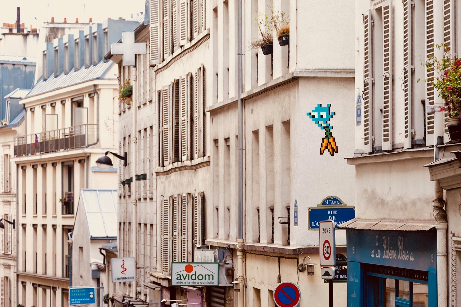 Paris, Invader, Space Invaders