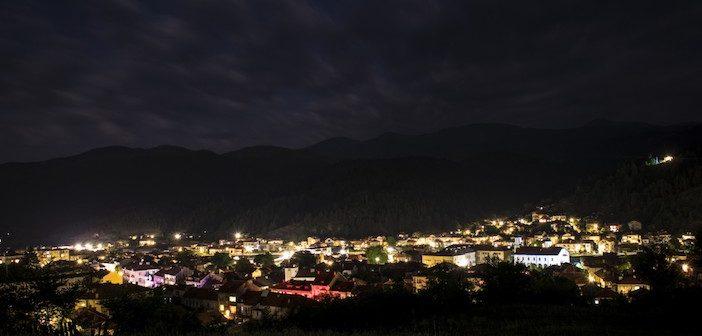 Pollution luminause : un village éclairé la nuit pour rien...