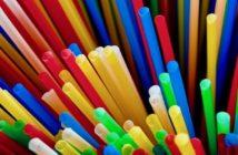 Pailles, couleurs, plastique