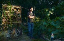 Frédérick Carnet dans son jardin