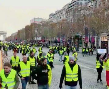 La contre-esthétique du gilet jaune ou le défilé anti-mode d'une France en travaux