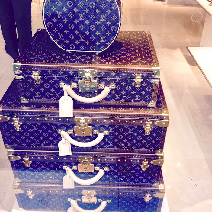 La vitrine Louis Vuitton, les valises