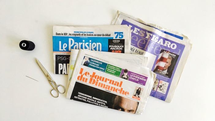 du papier journal, du fil à coudre, une aiguille.
