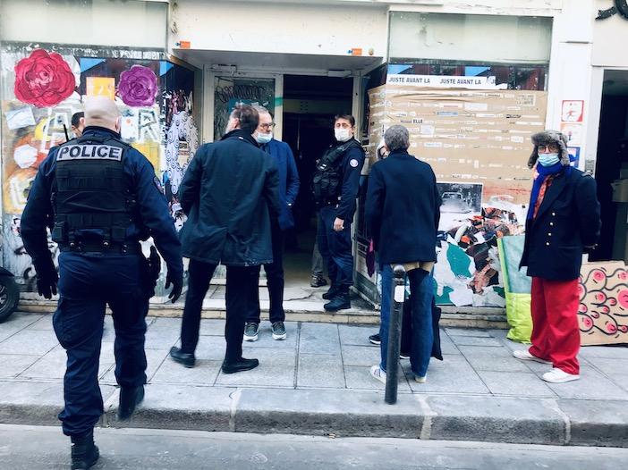 Expulsion de l' Ambassade par la police
