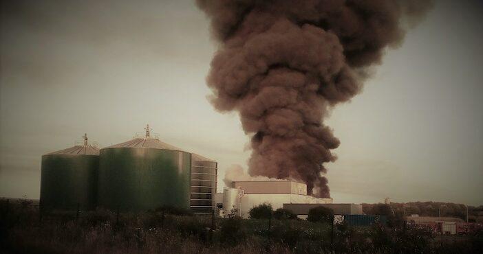 un moratoire face aux accidents qui se multiplient comme ici à saint-gilles-du mené, où un incendie s'est déclaré dans le méthaniseur